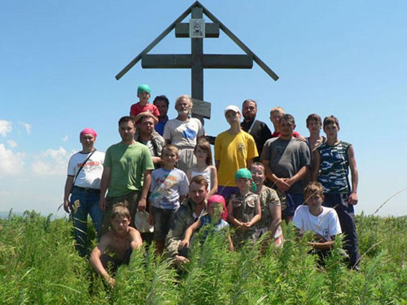 У Креста, установленного на Русском острове во время I-го Морского крестного хода