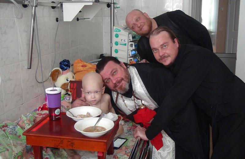 Причащение и крещение детей в онкологическом отделении Краевой детской больницы во Владивостоке 27 ноября 2016 г.